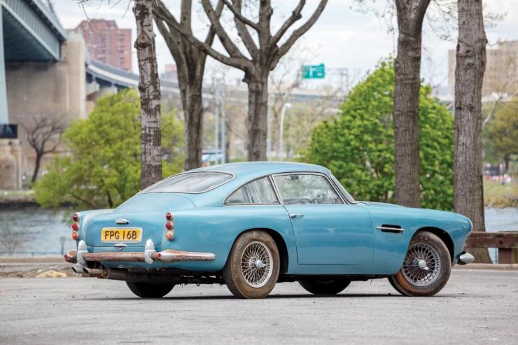 Aston_Martin_DB4_2