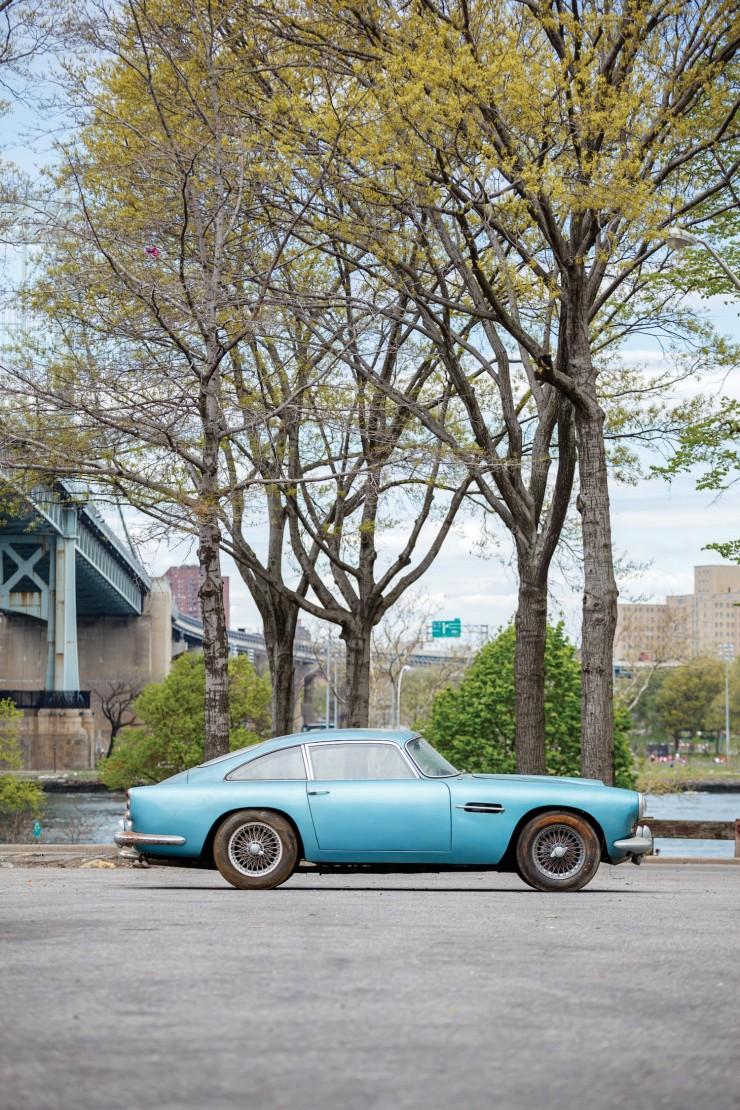 Aston_Martin_DB4_5