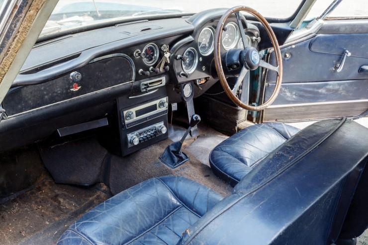 Aston_Martin_DB4_9