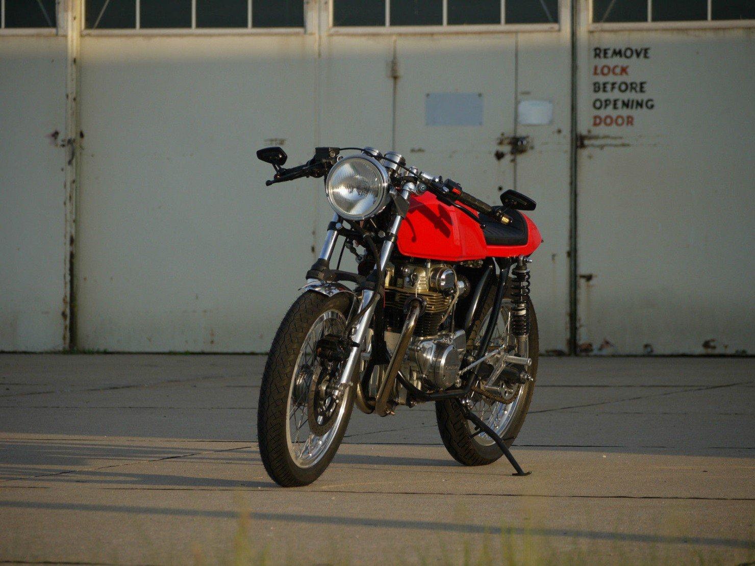 Honda_CB350_Cafe_Racer_1
