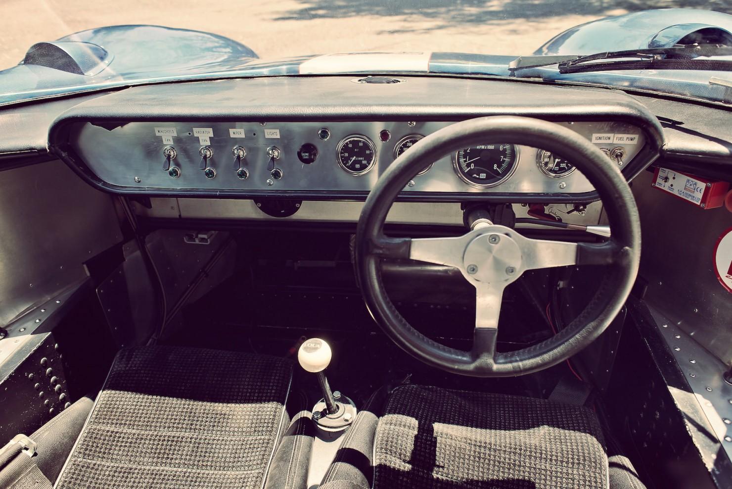 Lola_MK6_GT_Car_13