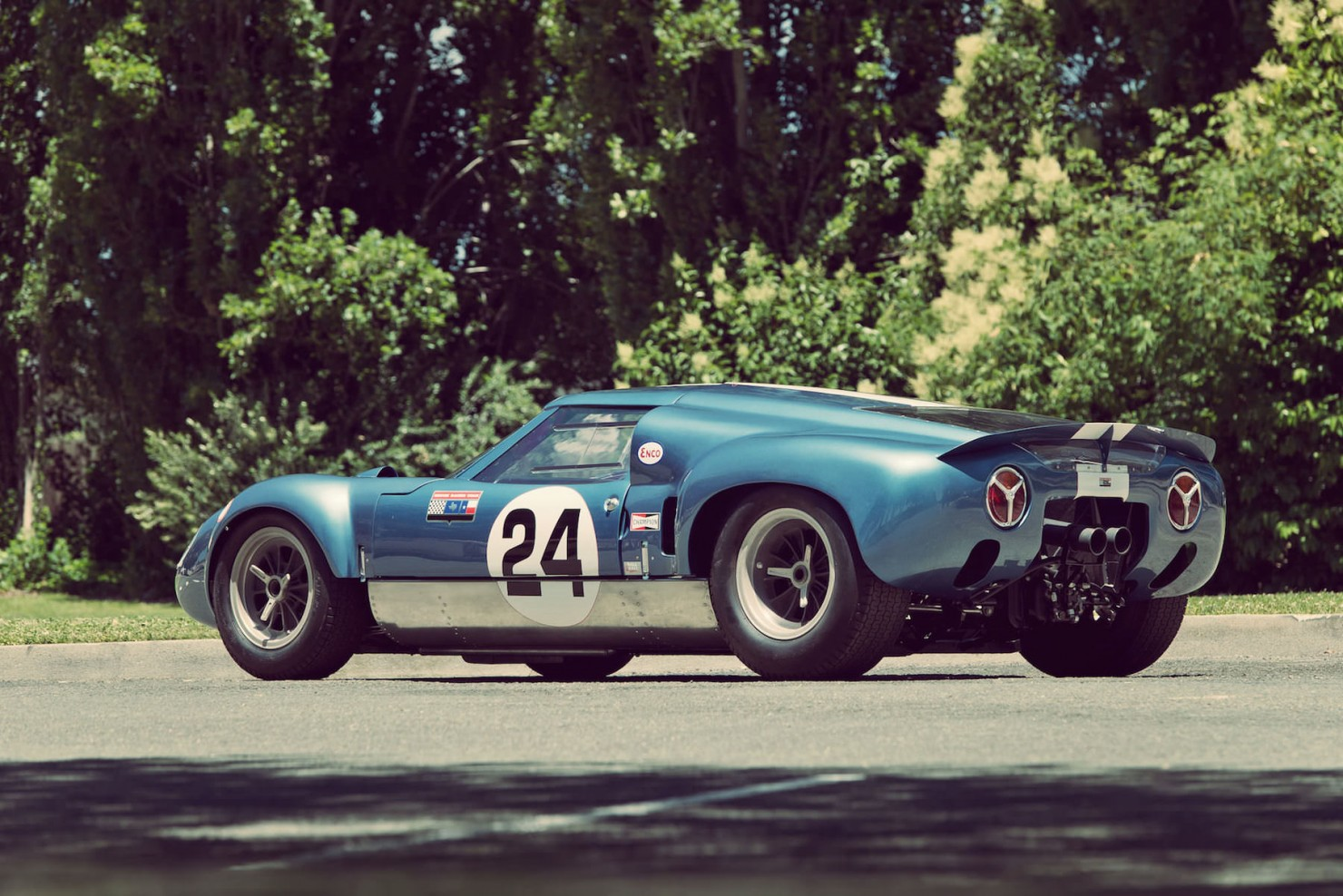 Lola_MK6_GT_Car_2