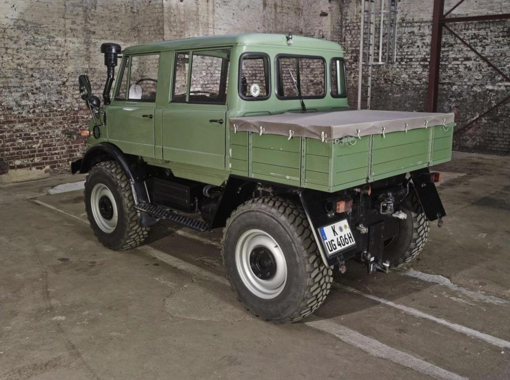 Mercedes-Benz Unimog Rear