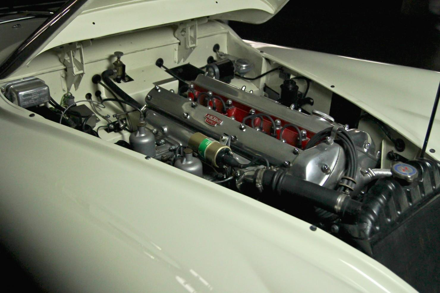 Jaguar_XK140_Car_12