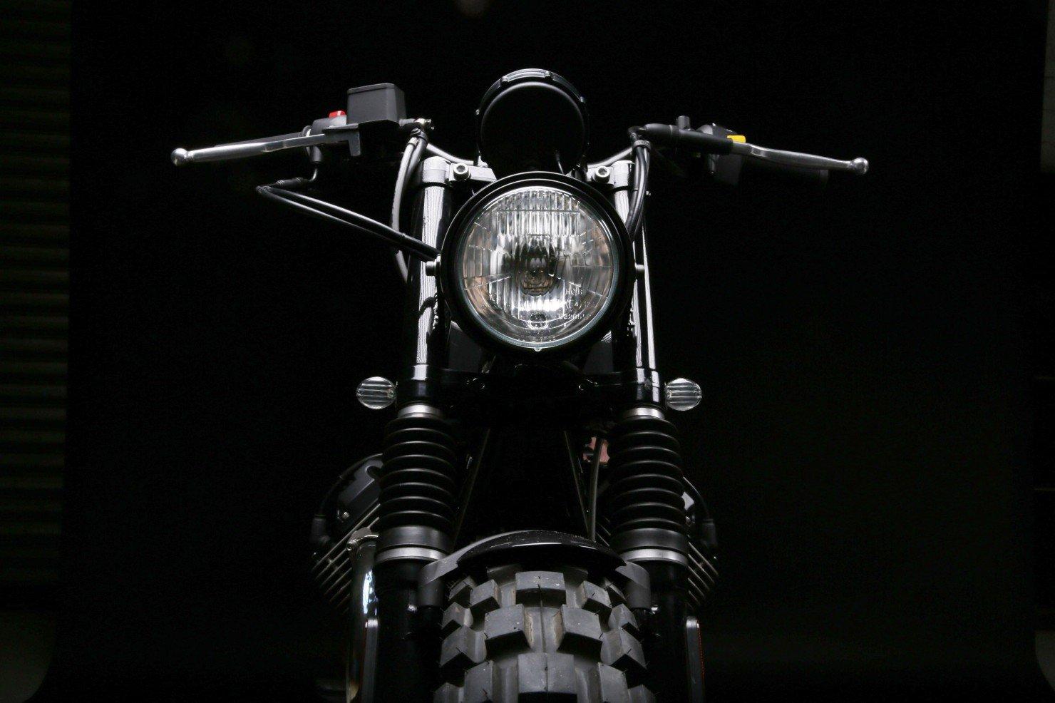 Moto Guzzi V7 Stone 13