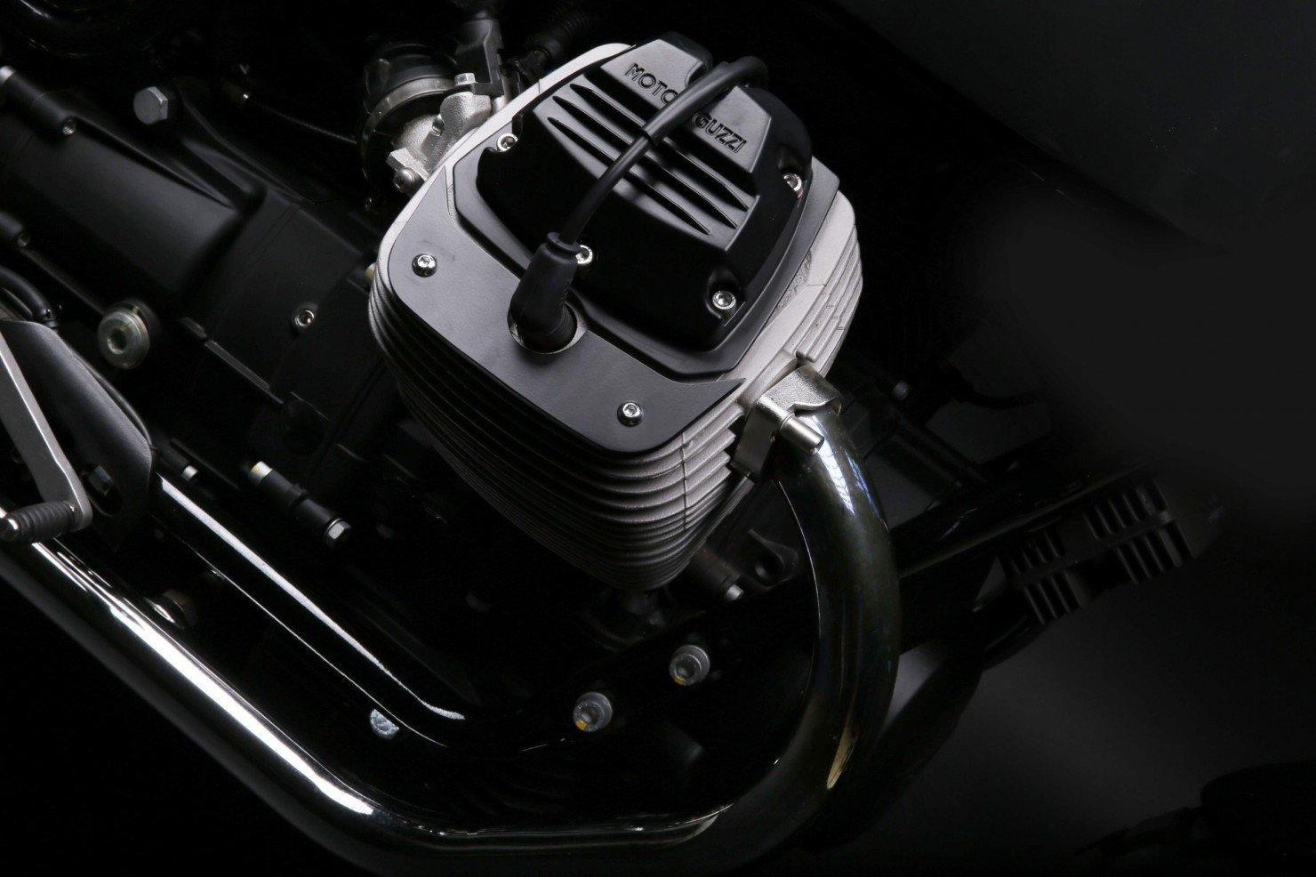 Moto Guzzi V7 Stone 5