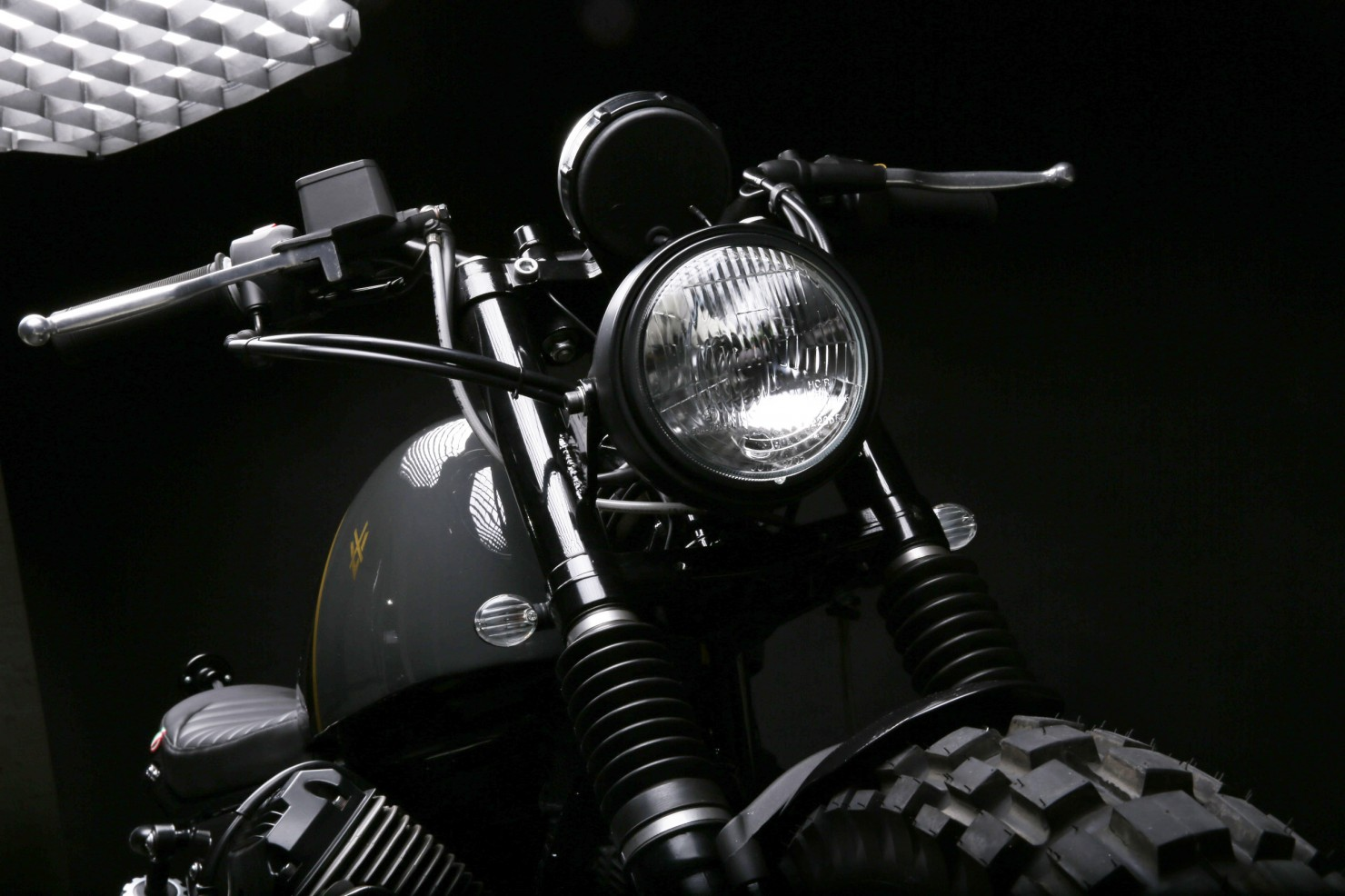 Moto Guzzi V7 Stone 9