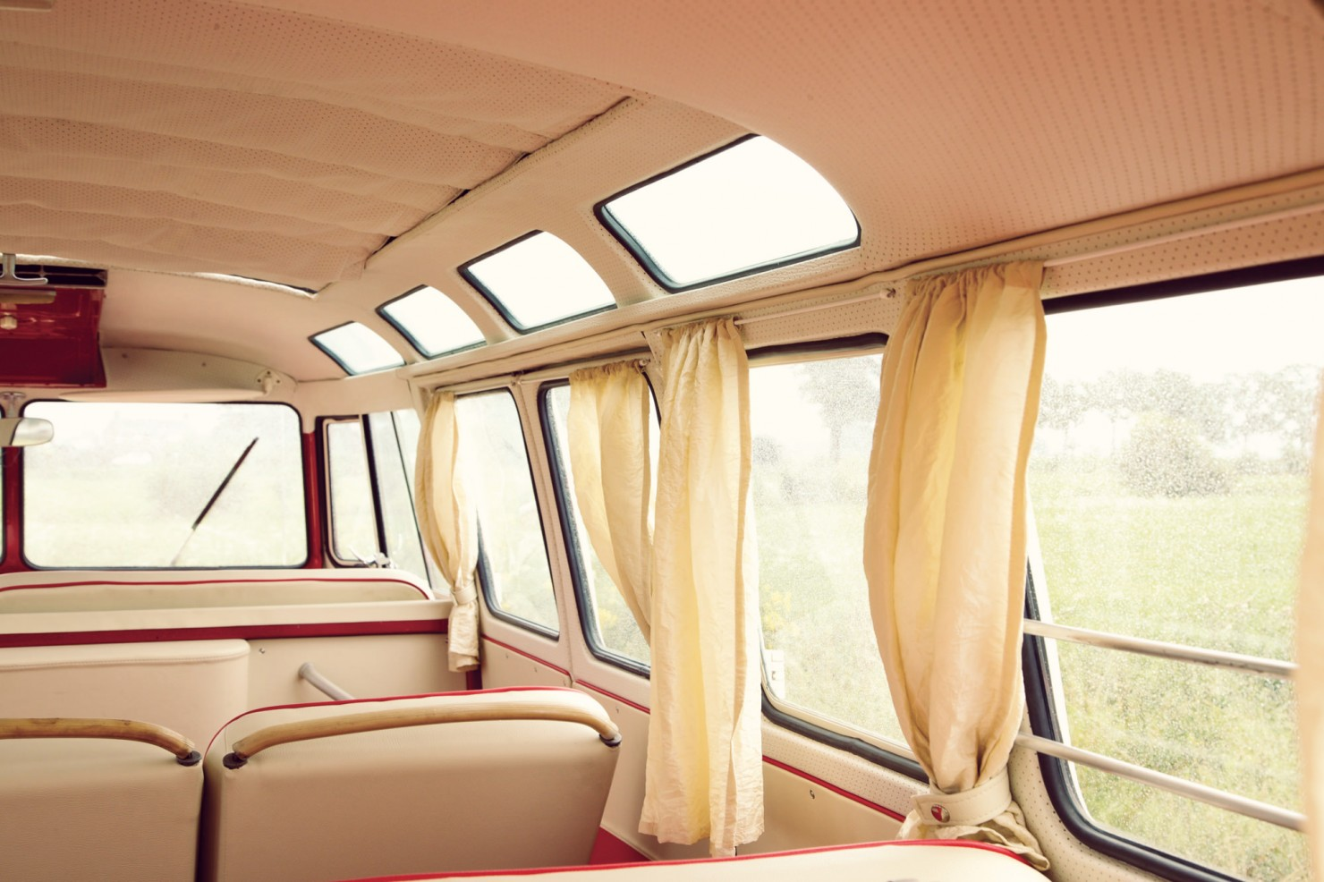 Volkswagen_21-Window_Micro_Bus_12