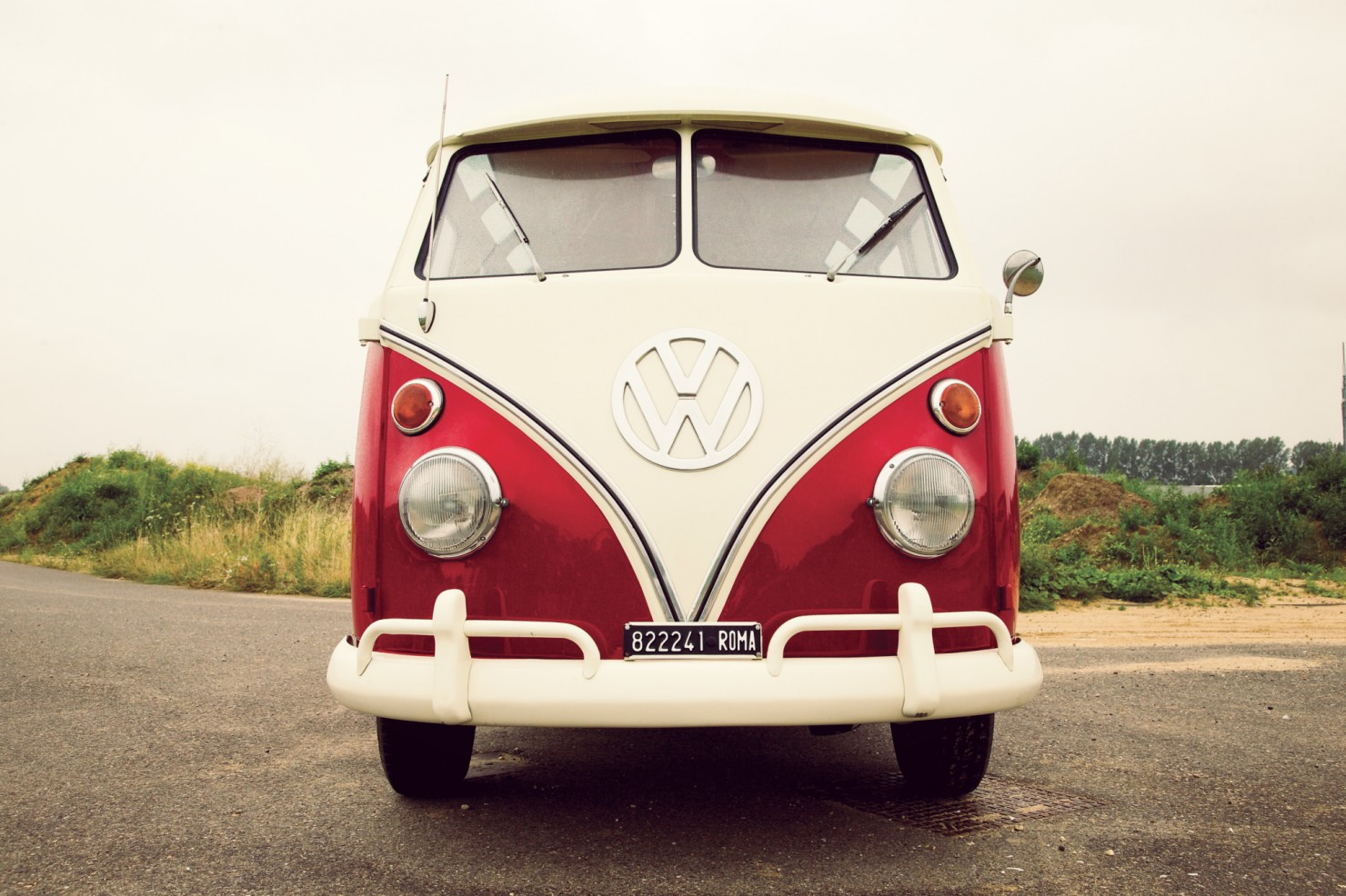Volkswagen_21-Window_Micro_Bus_14