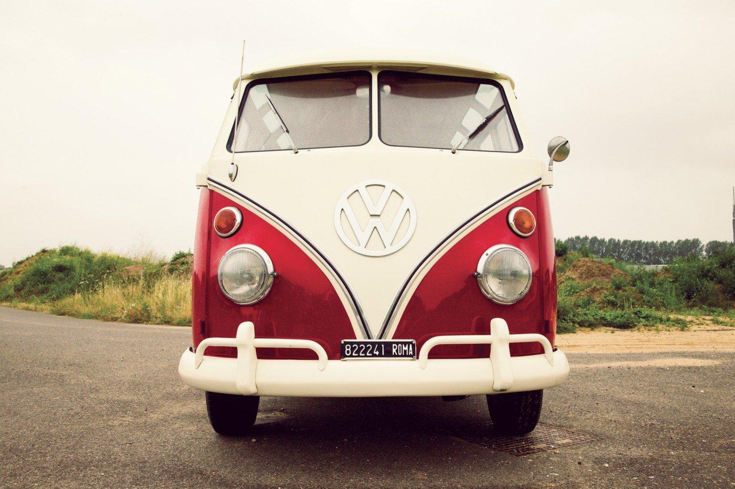 Volkswagen_21-Window_Micro_Bus_14