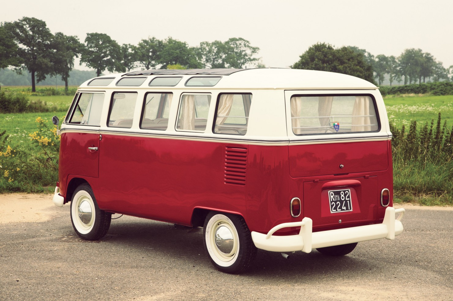 Volkswagen_21-Window_Micro_Bus_2