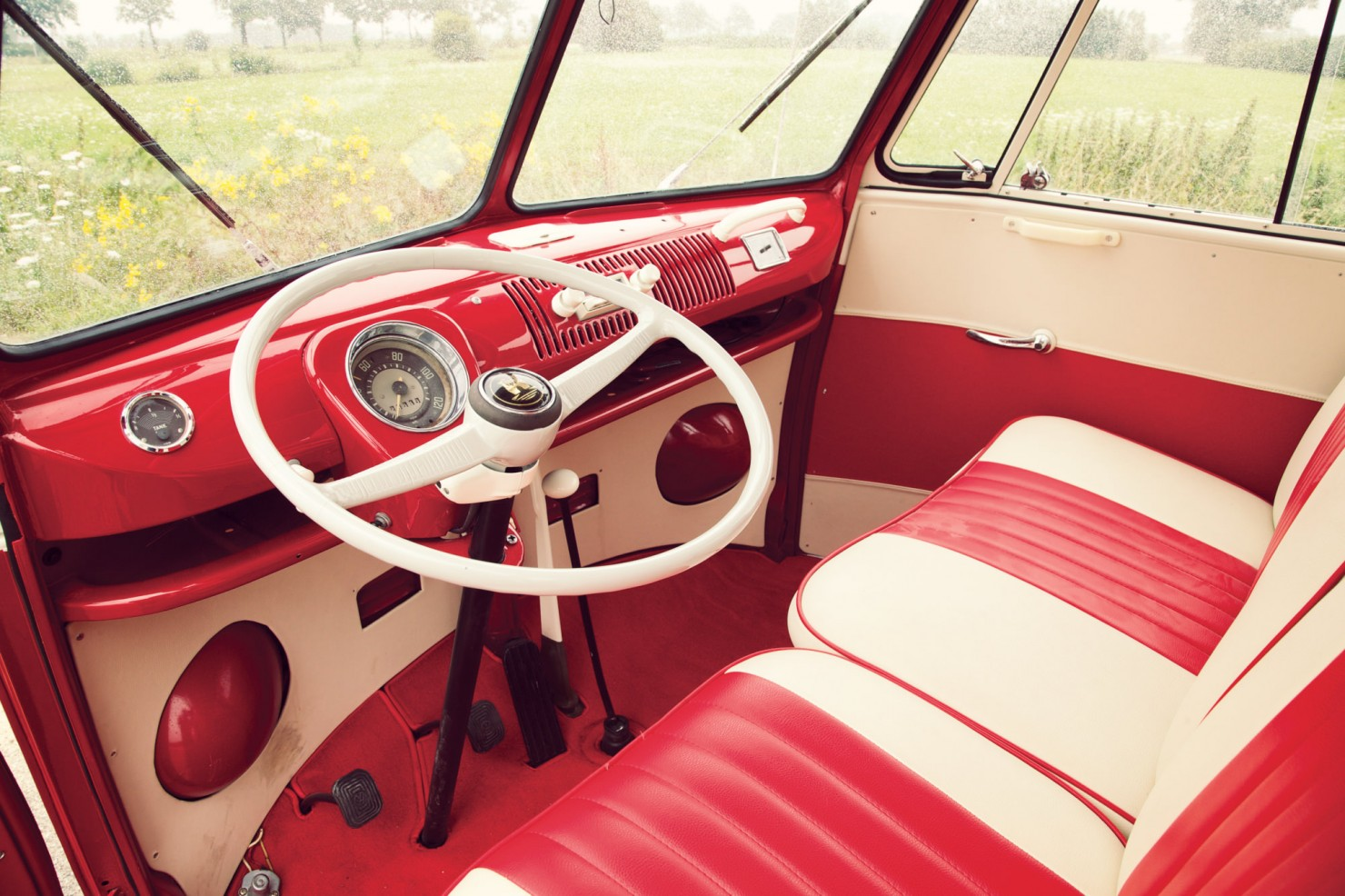 Volkswagen_21-Window_Micro_Bus_4