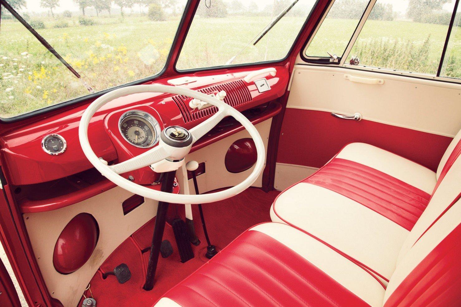 Volkswagen_21-Window_Micro_Bus_4