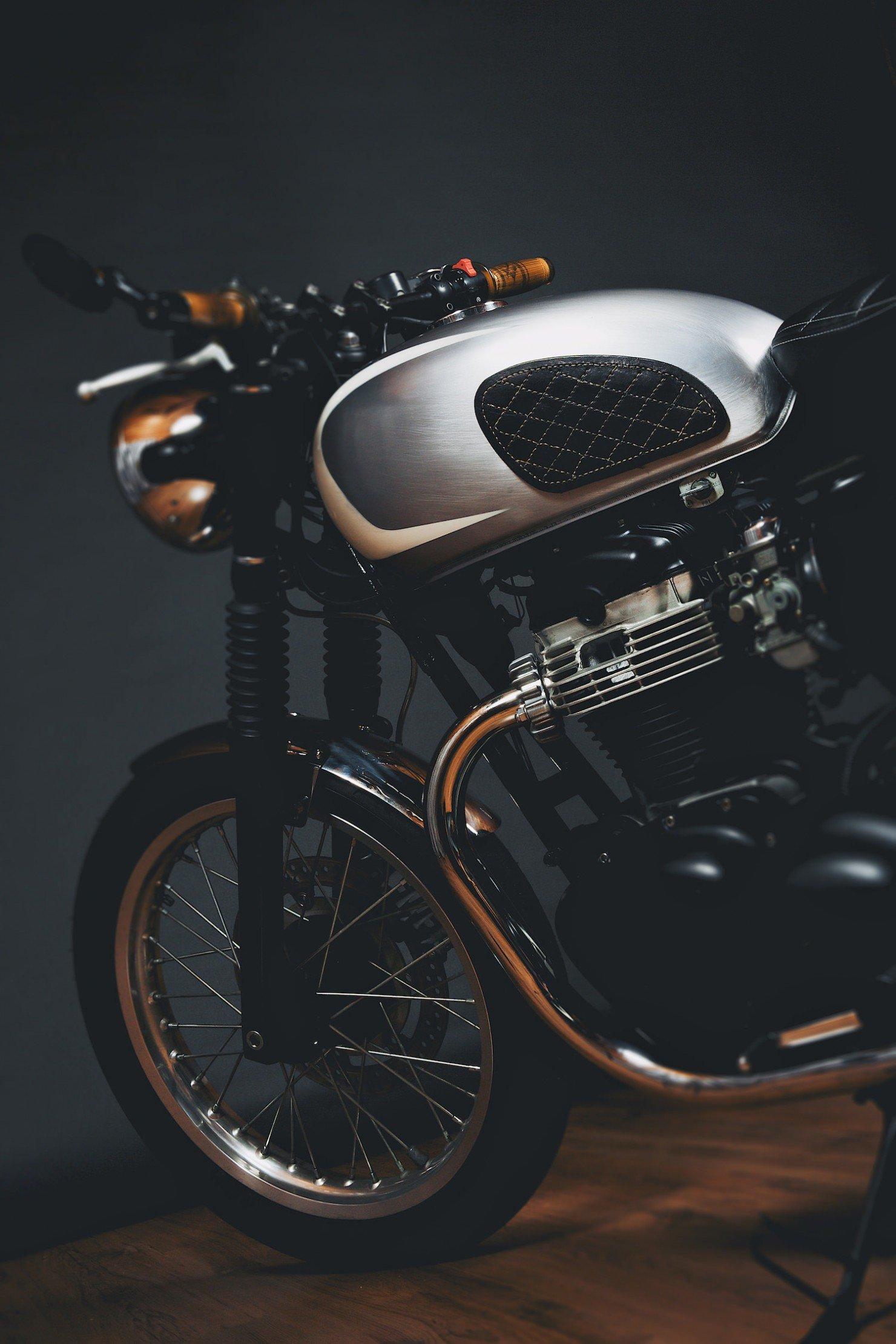 Kawasaki W650 Motorcycle 2 1480x2220 Kawasaki W650