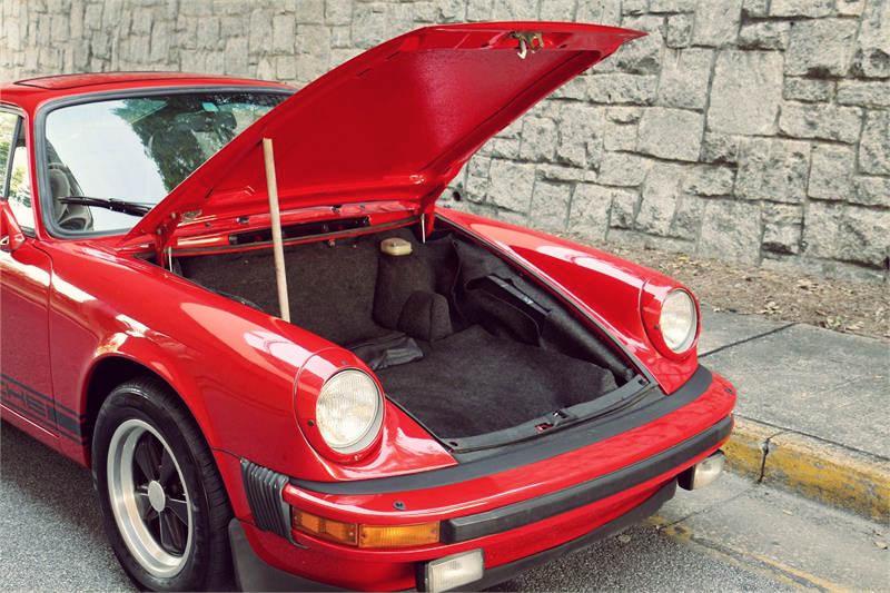 Vintage_Porsche_911_13