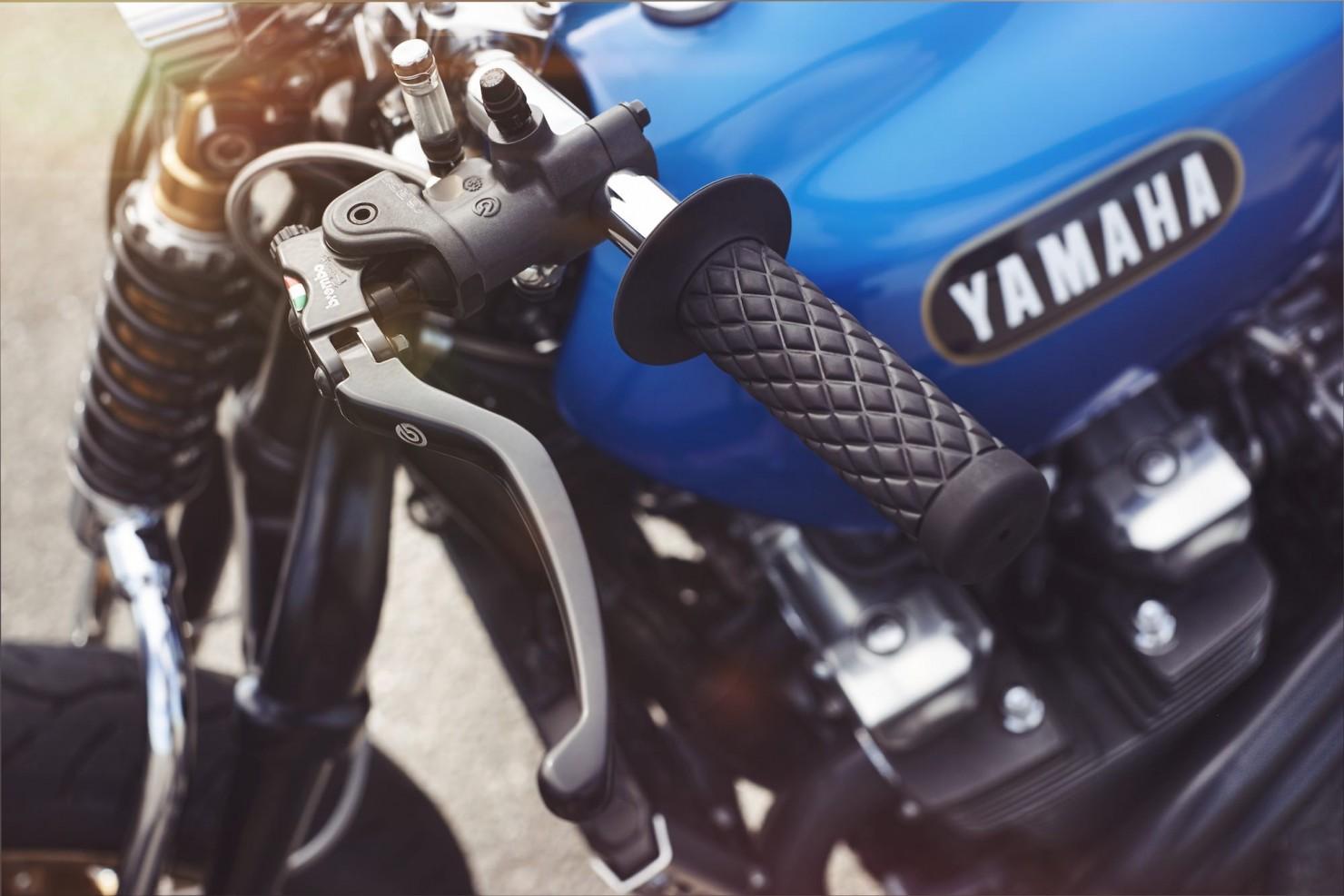 Yamaha XJR 1300 14