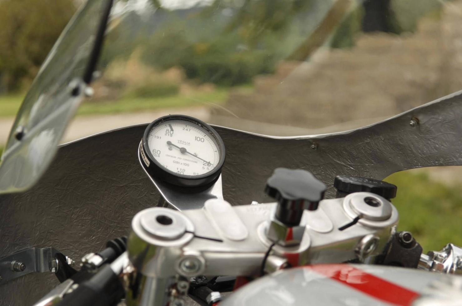 Ducati-750SS-10