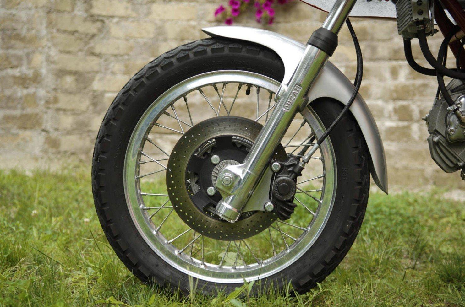 Ducati-750SS-9