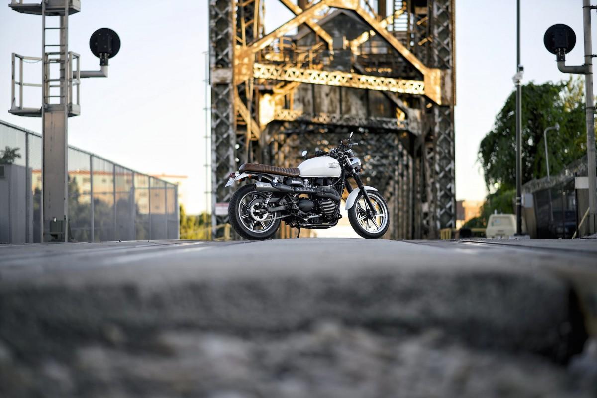 Triumph Bonneville Motorcycle 15 1200x801 - Triumph Bonneville Scrambler