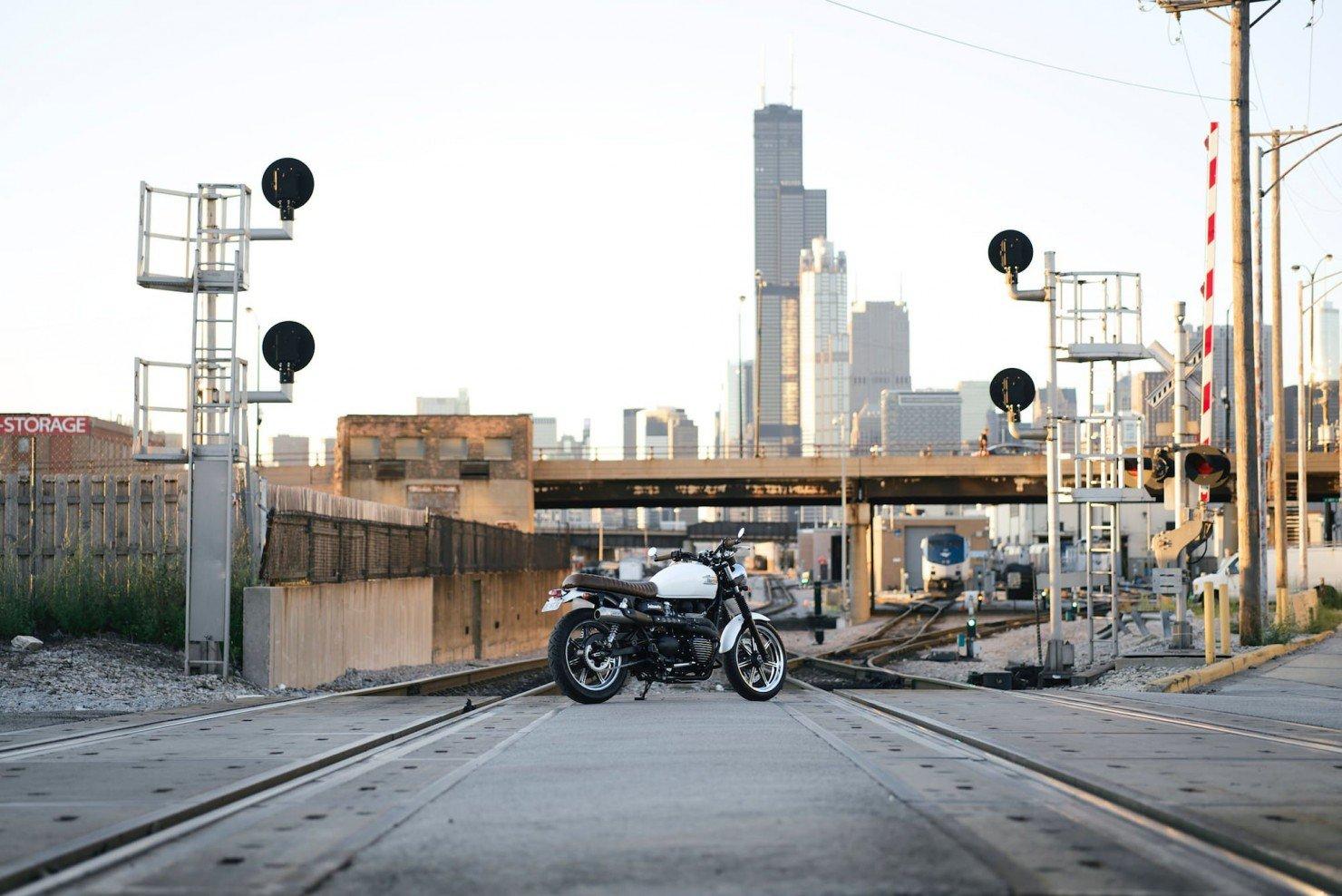 Triumph_Bonneville_Motorcycle_17