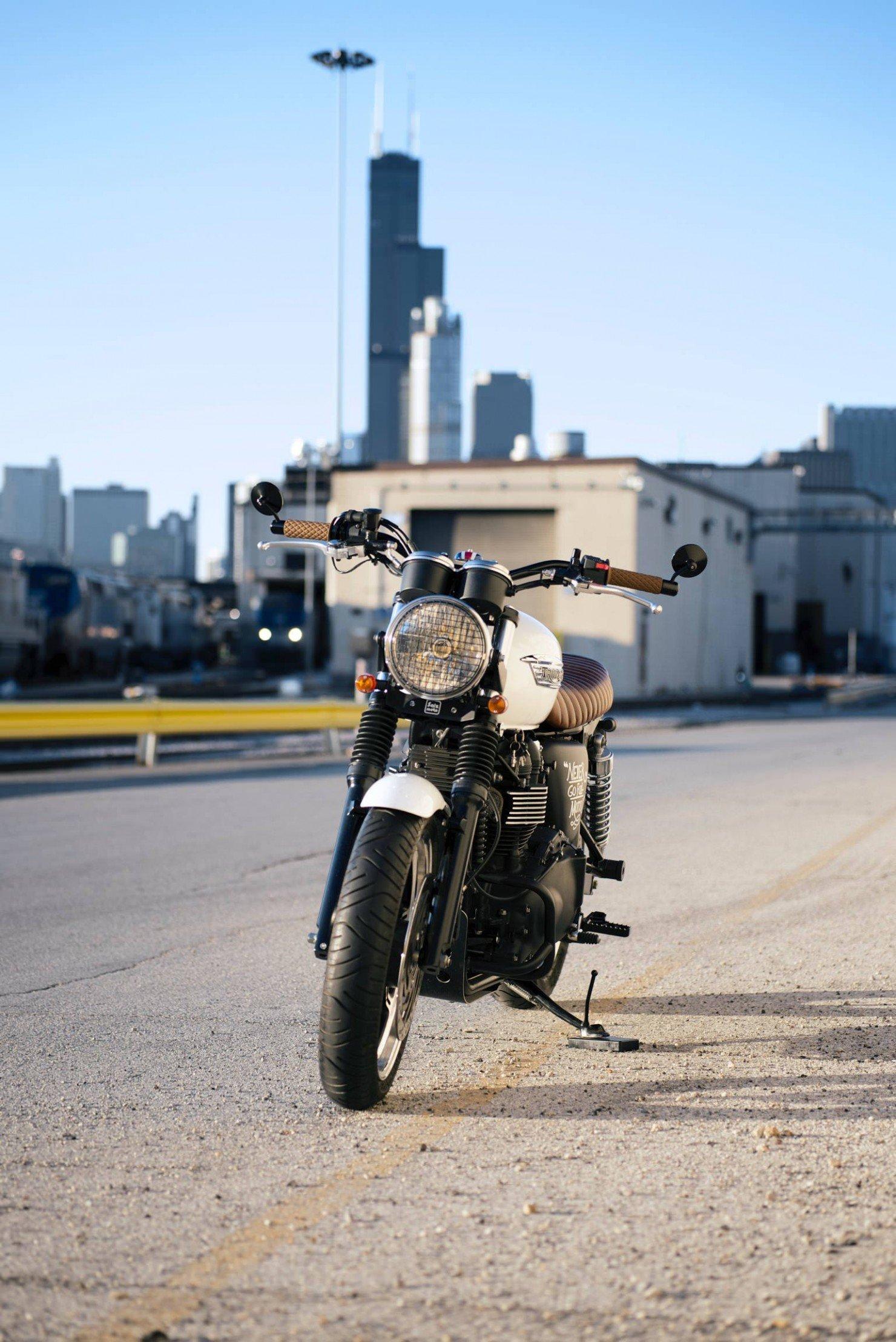 Triumph_Bonneville_Motorcycle_2