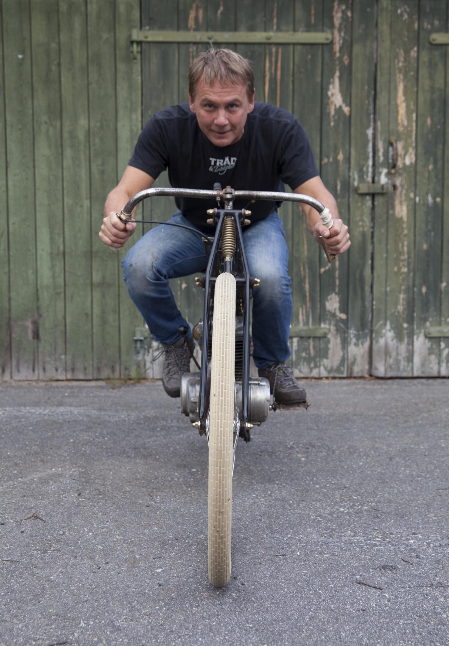 Board-Tracker-Motorcycle-28