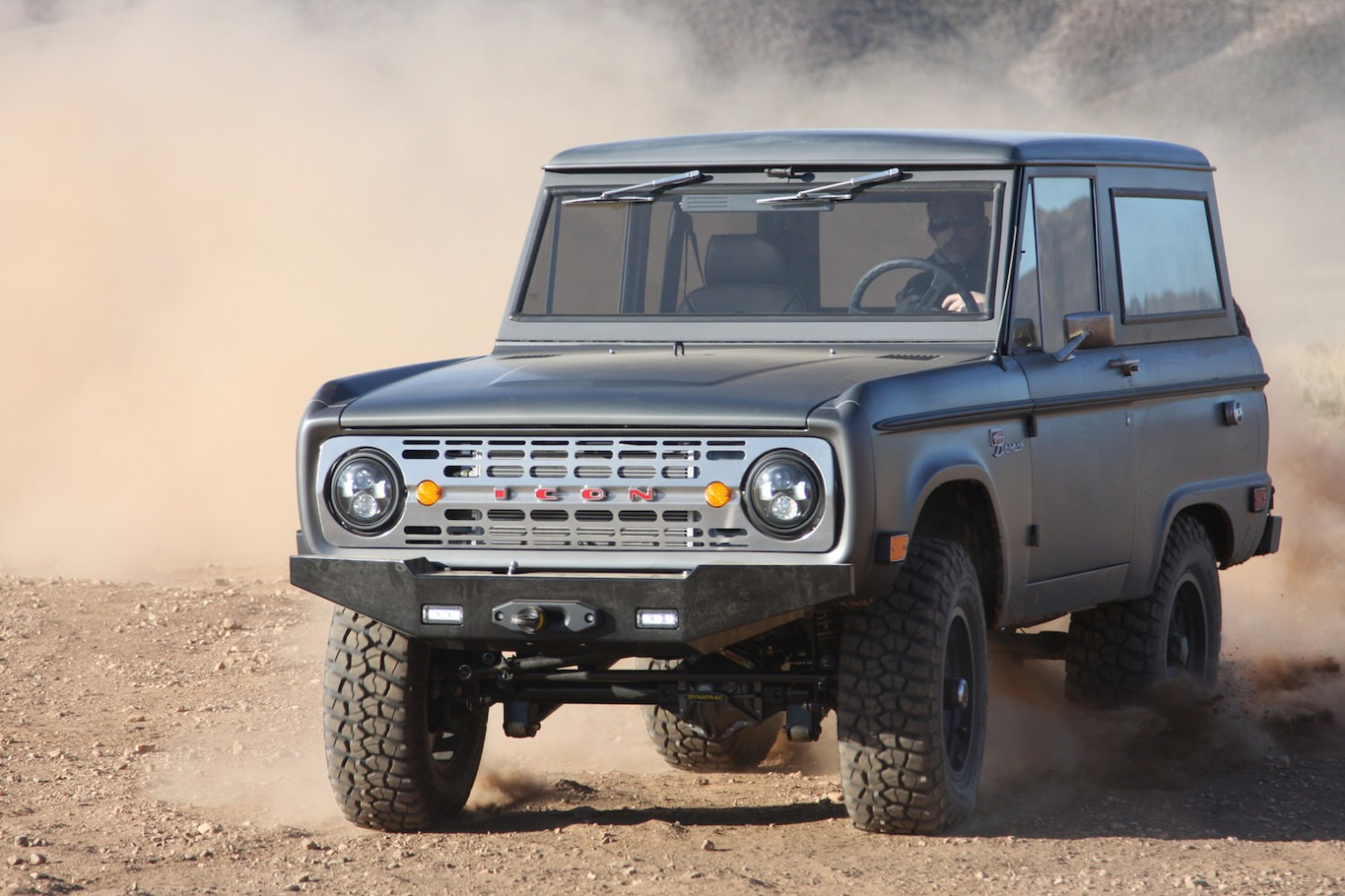 Bronco_Offroad_F34_Dusty_At_Speed