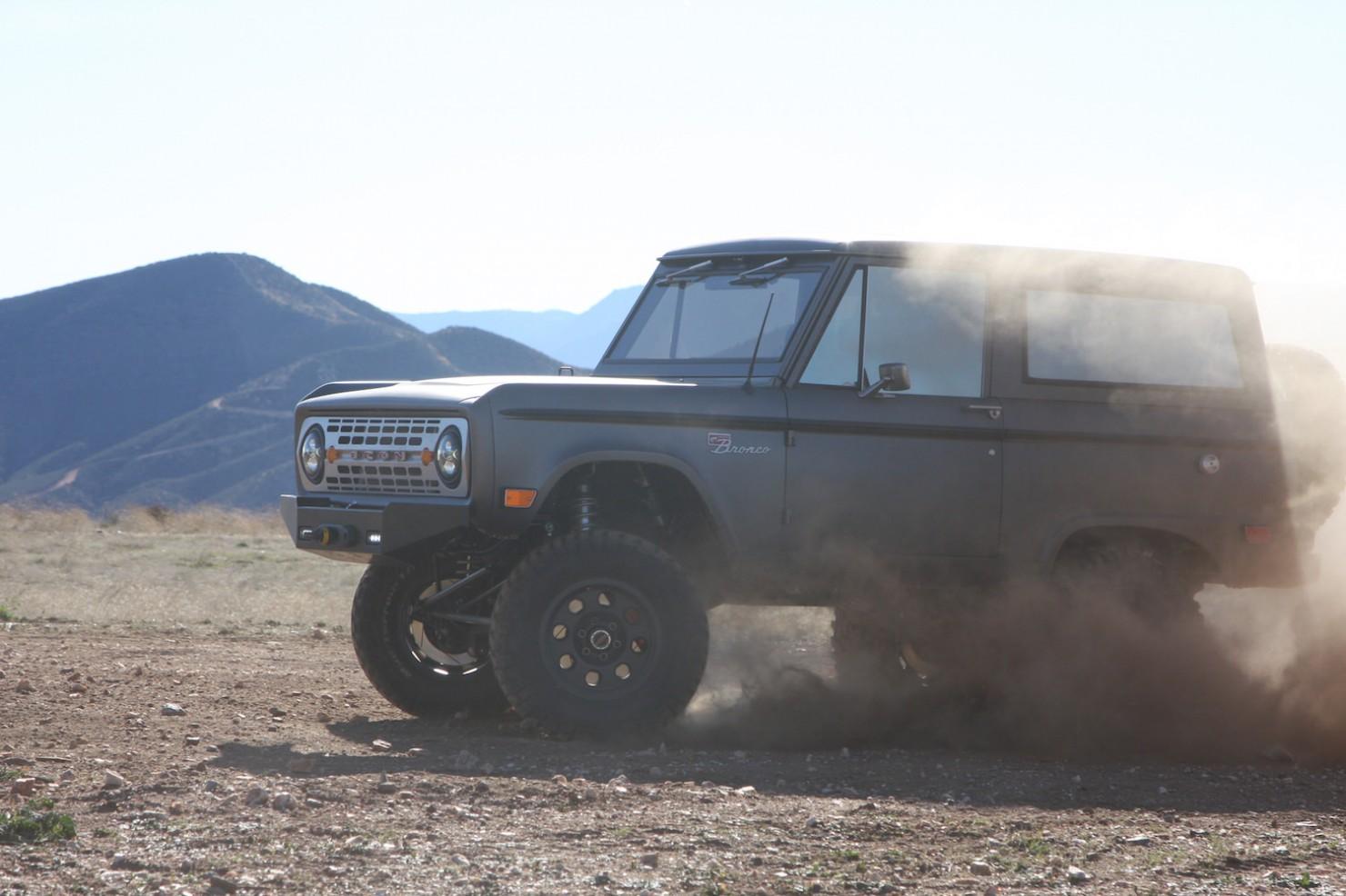 Bronco_Offroad_Profile_Dust