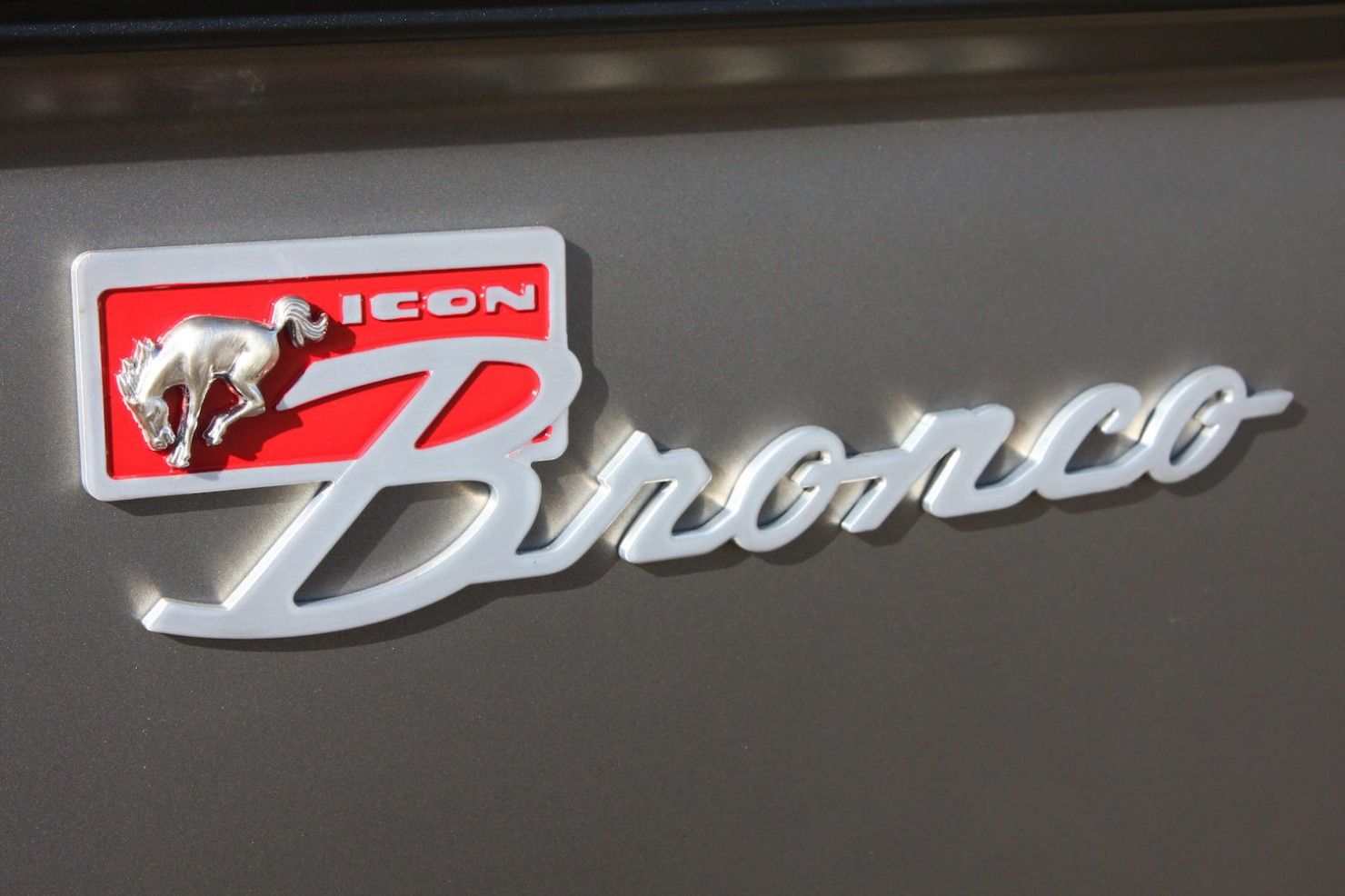 ICON_Bronco_Emblem_Large