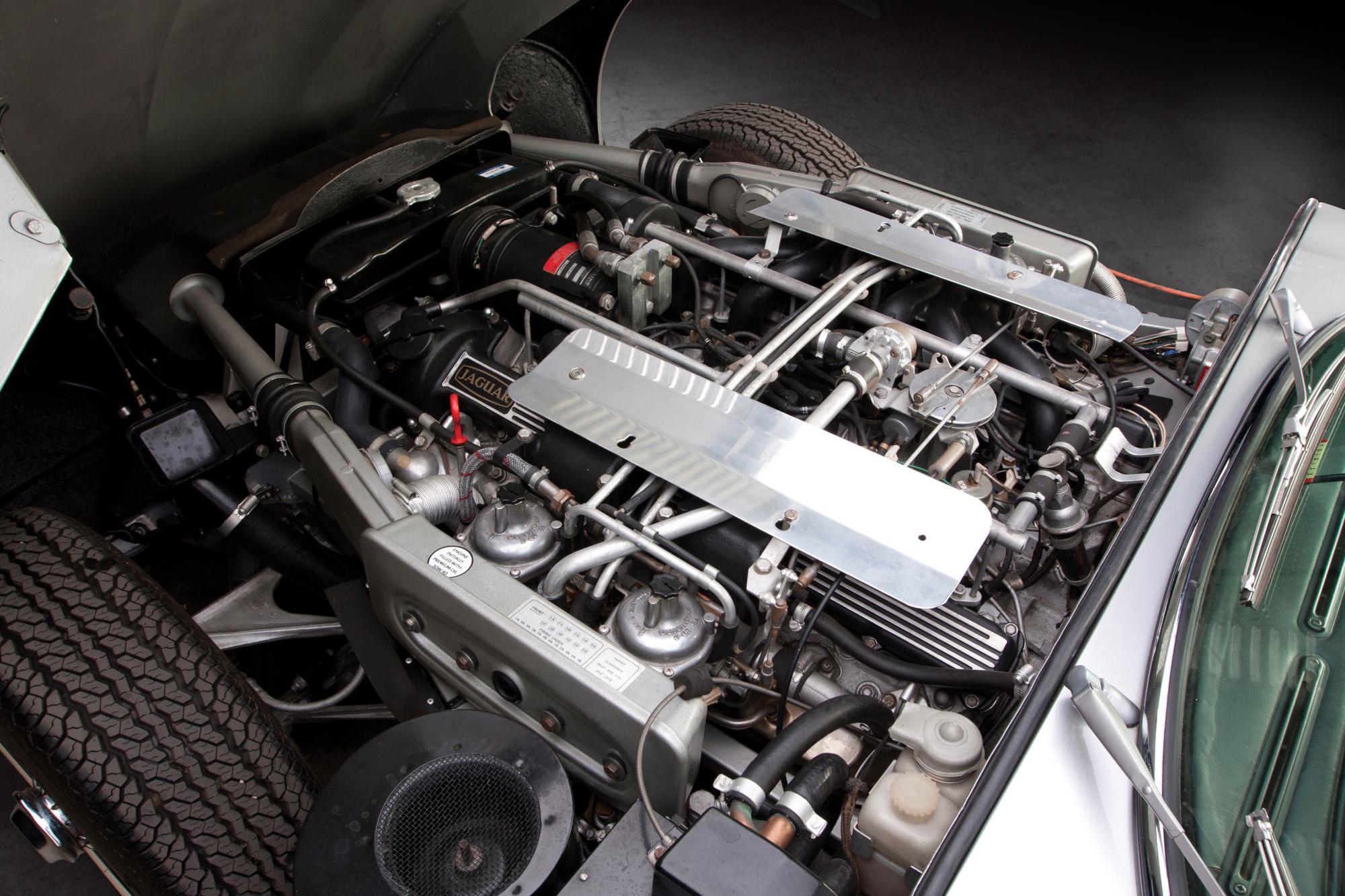 Jaguar E Type V12 20
