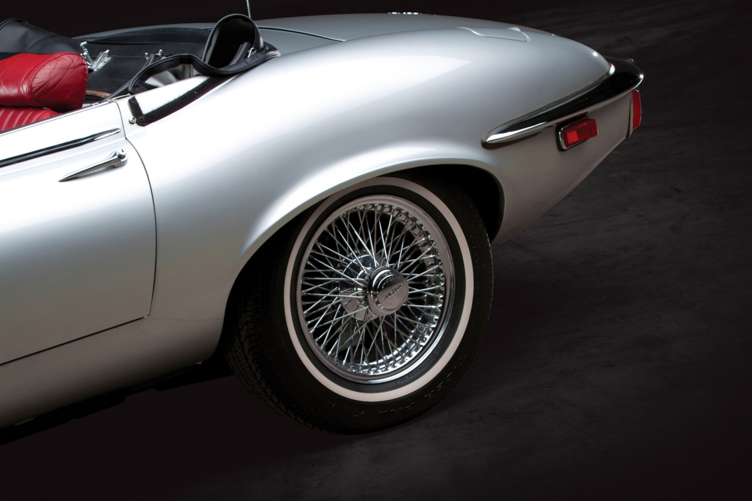 Jaguar_E-Type_V12_8