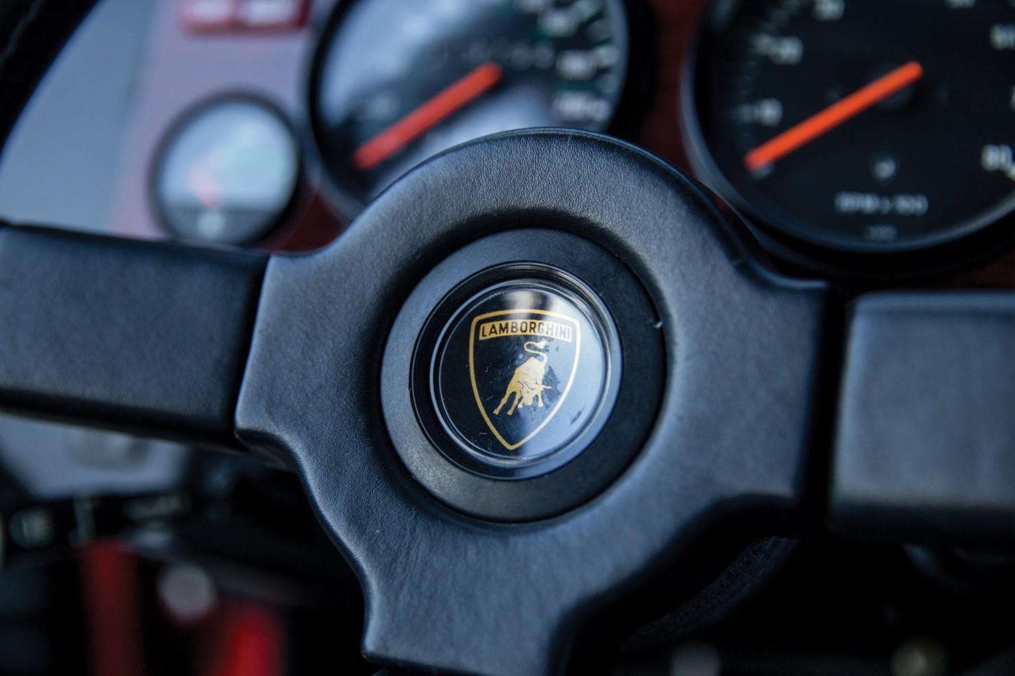 Lamborghini-LM002-10