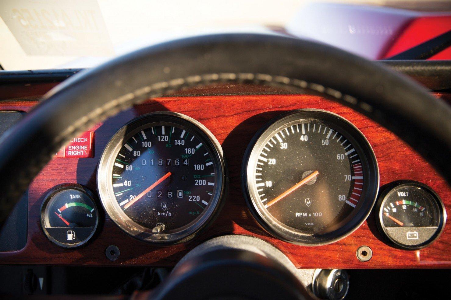 Lamborghini-LM002-11