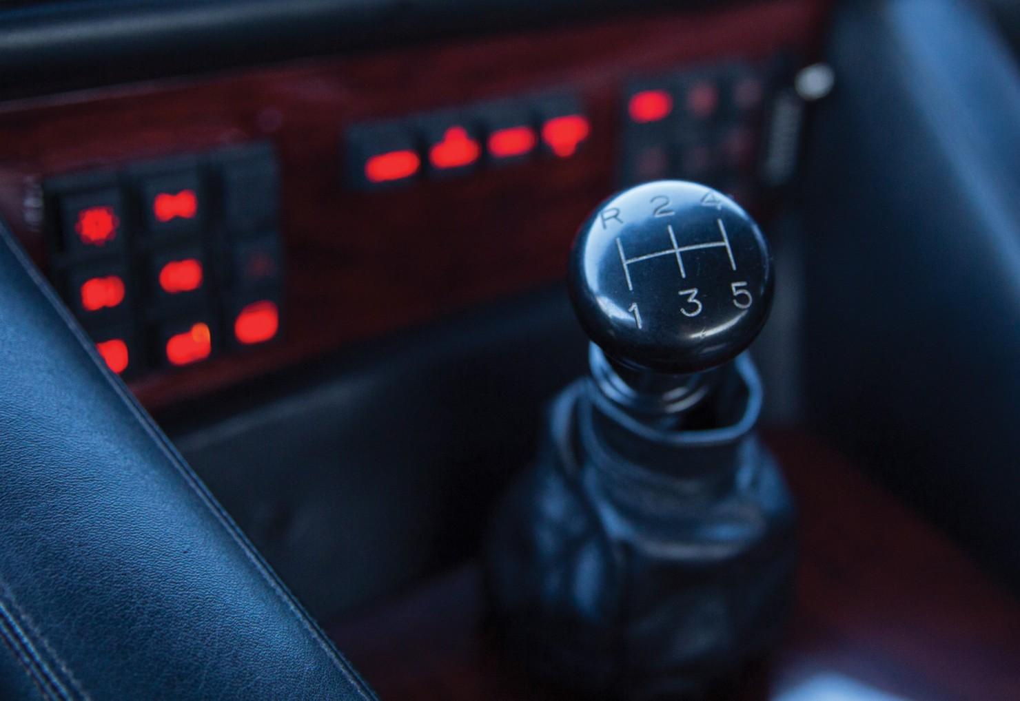 Lamborghini-LM002-12