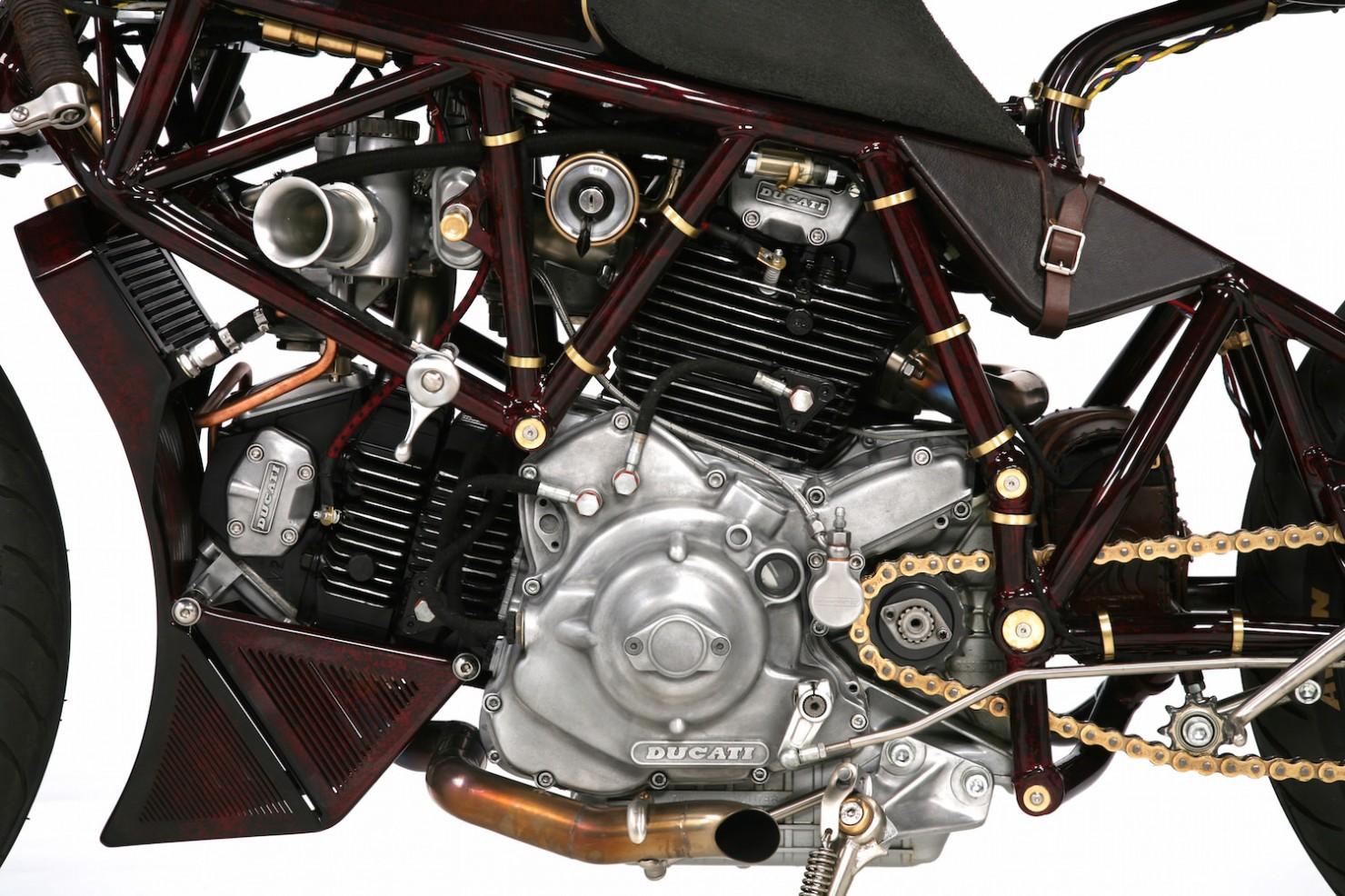 Ducati-900SS-10