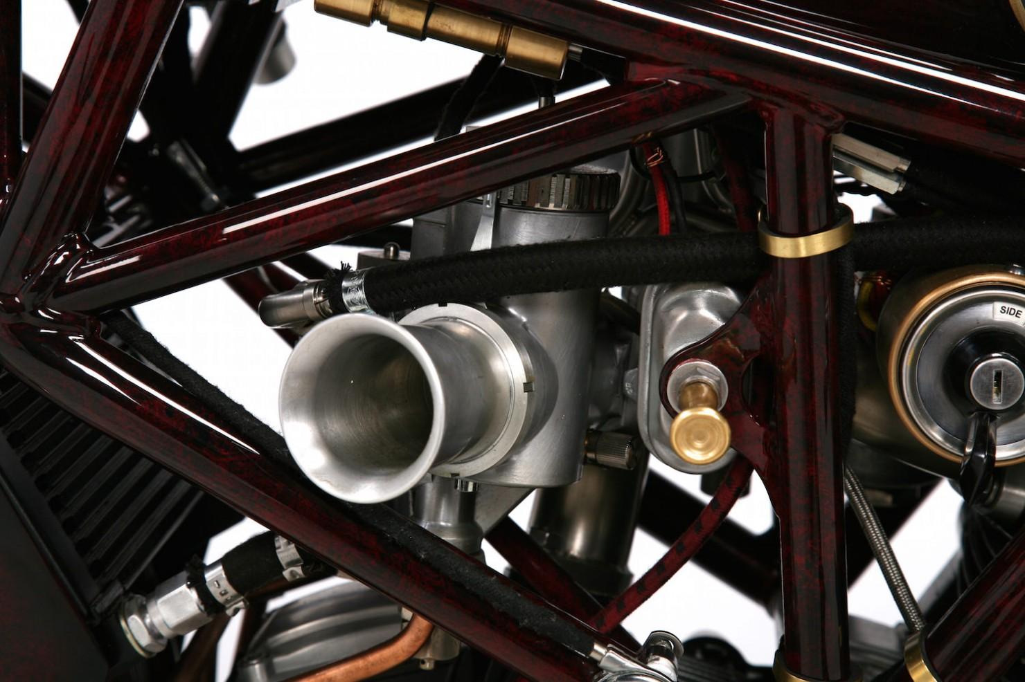 Ducati-900SS-11