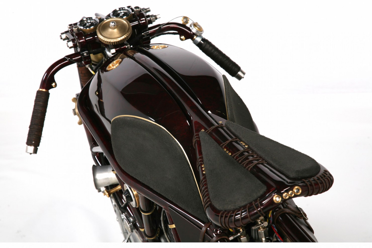 Ducati-900SS-14