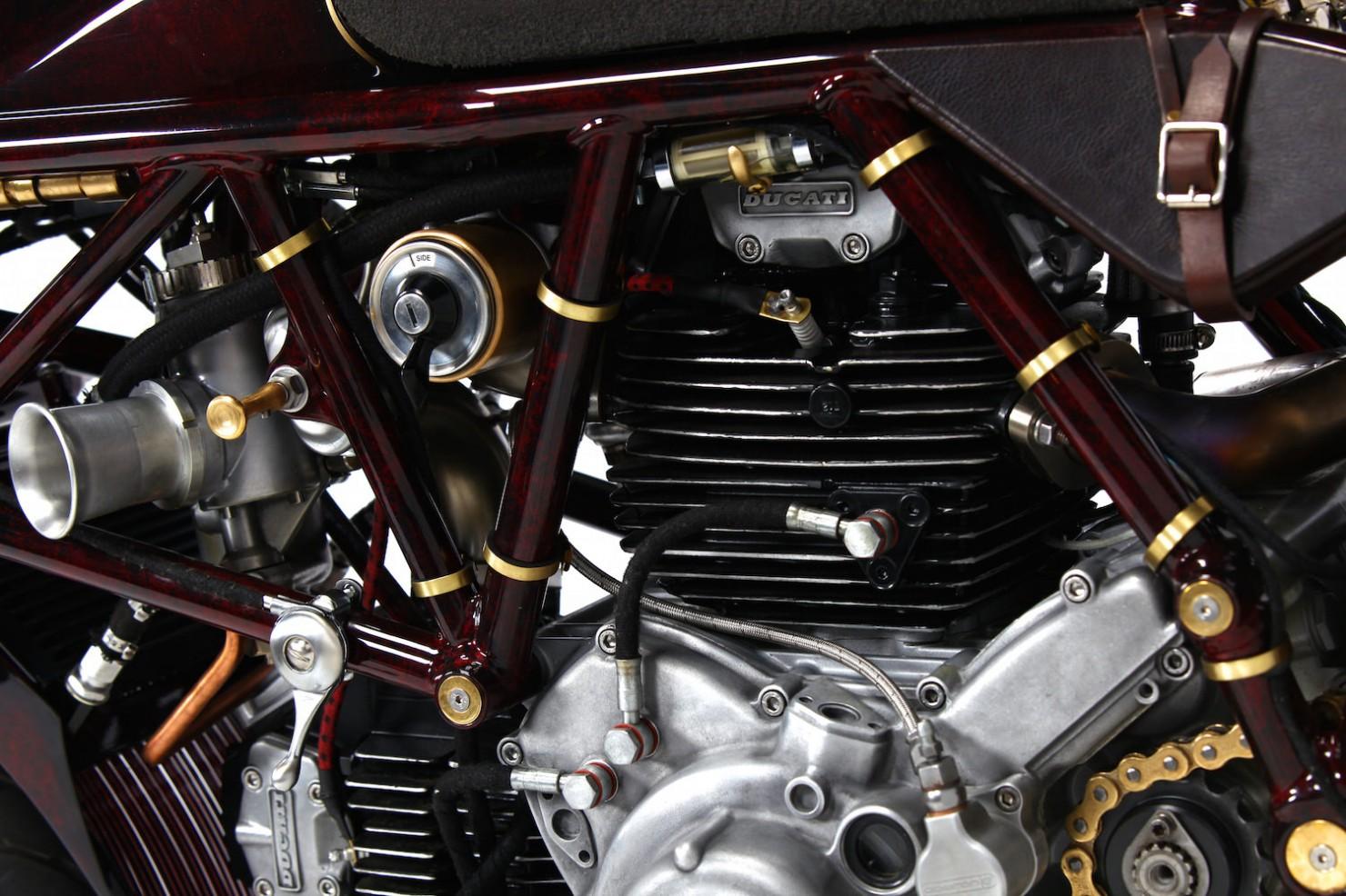 Ducati-900SS-18