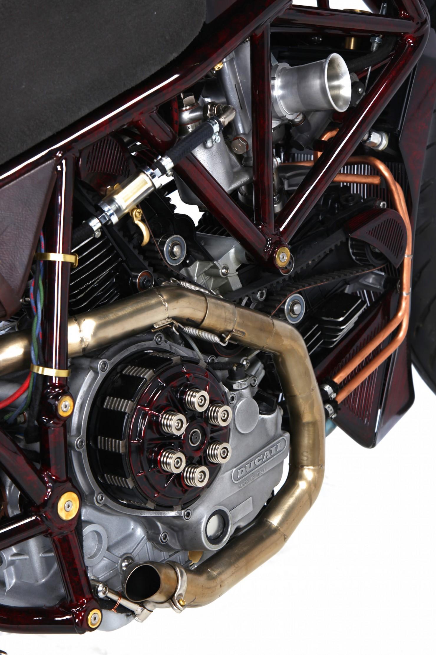 Ducati-900SS-21