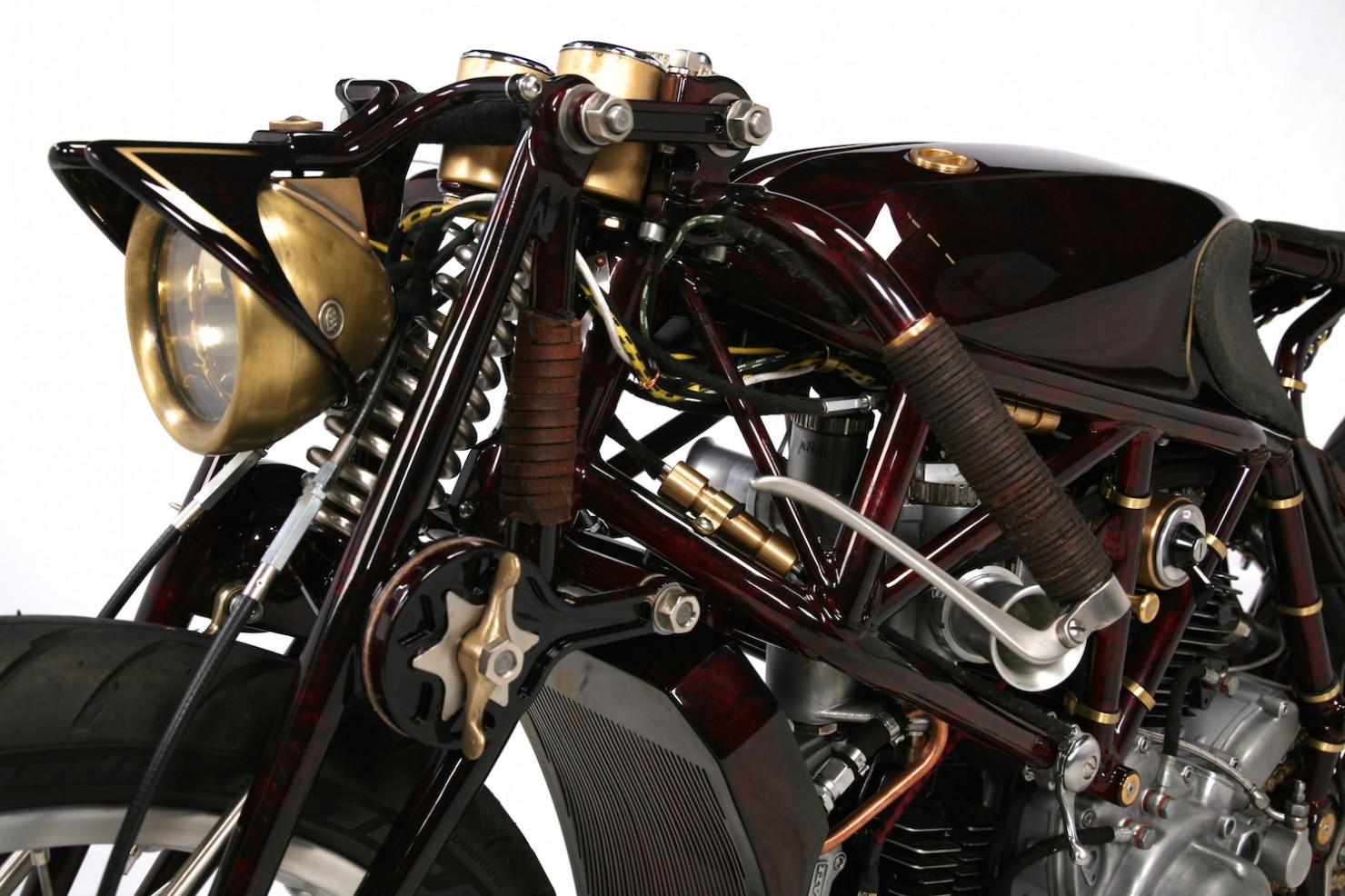Ducati-900SS-6