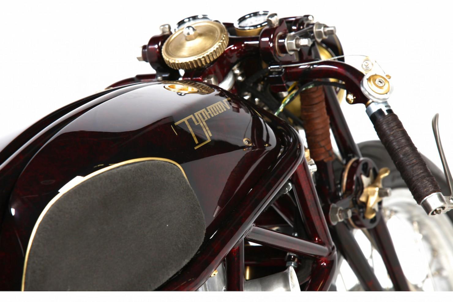 Ducati-900SS-7