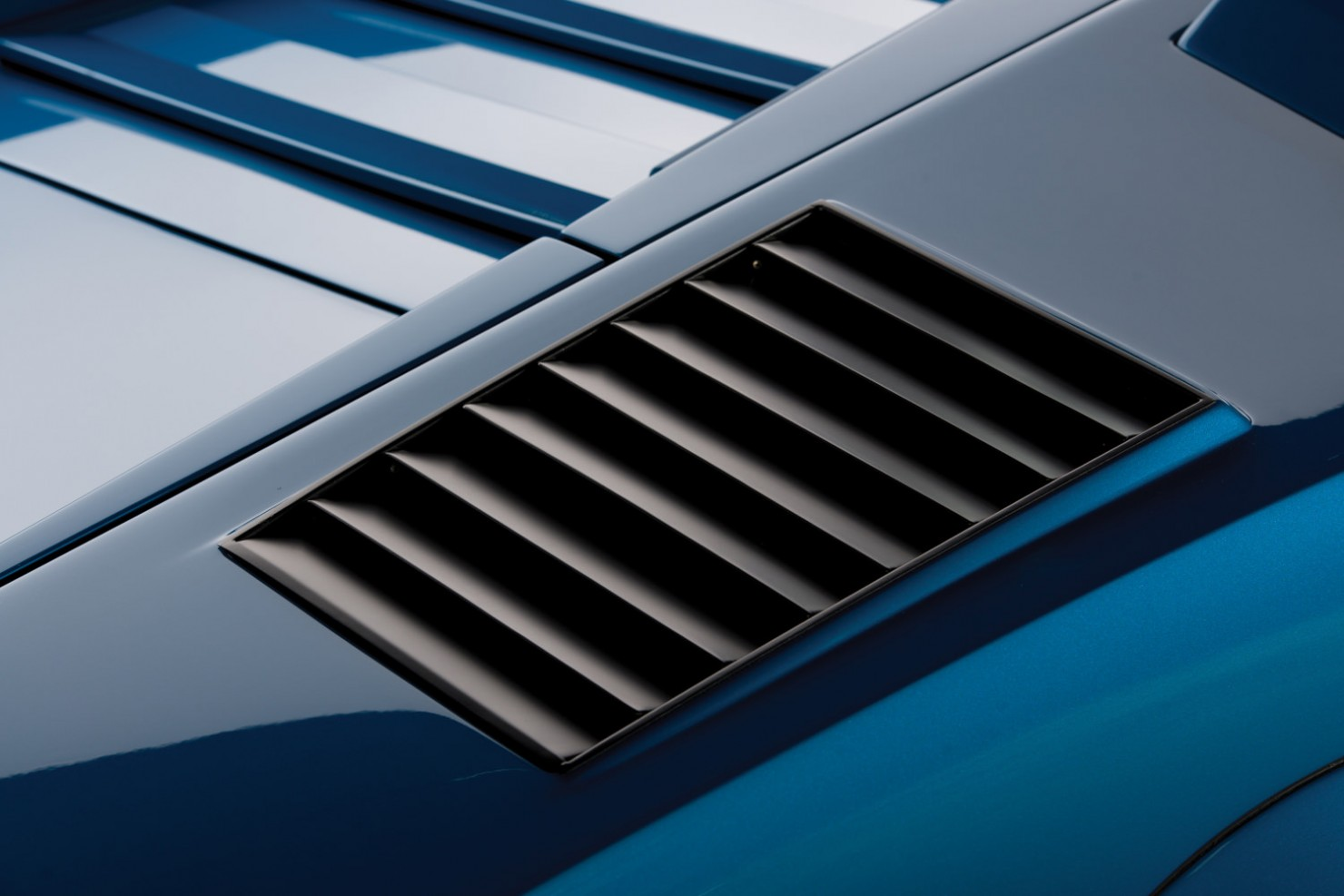 Lamborghini-Countach-LP400S-12
