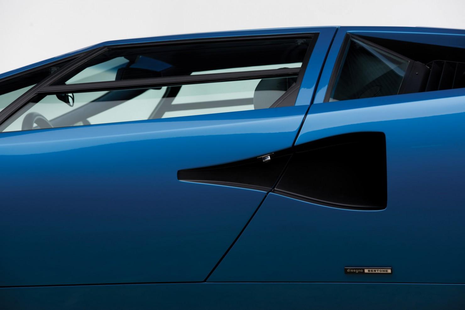 Lamborghini-Countach-LP400S-17