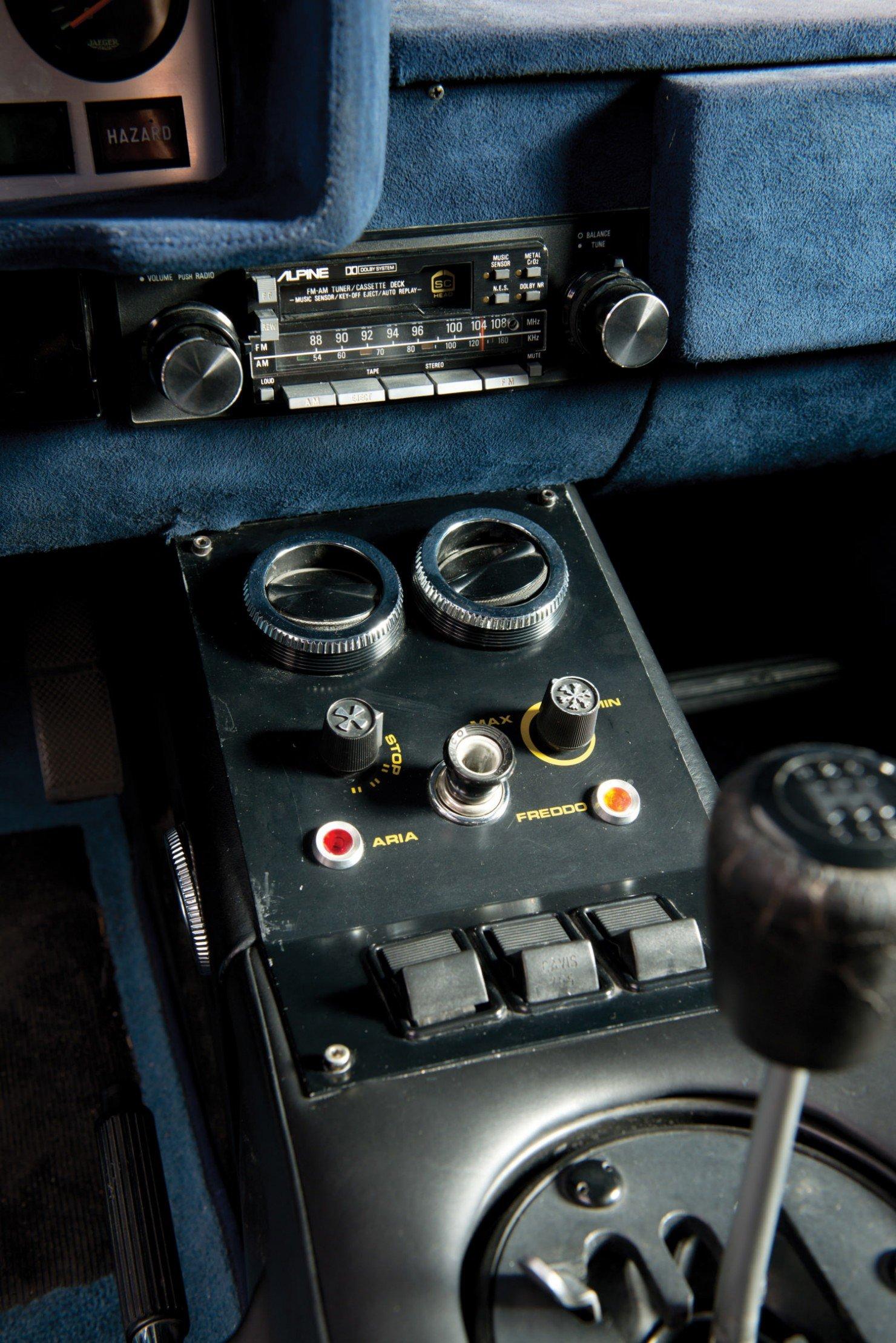 Lamborghini-Countach-LP400S-20