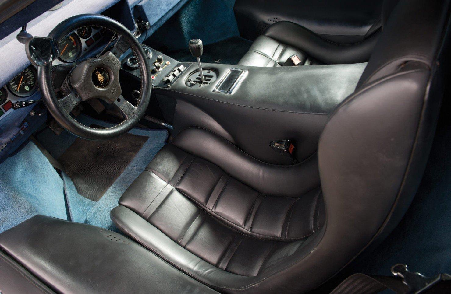 Lamborghini-Countach-LP400S-4
