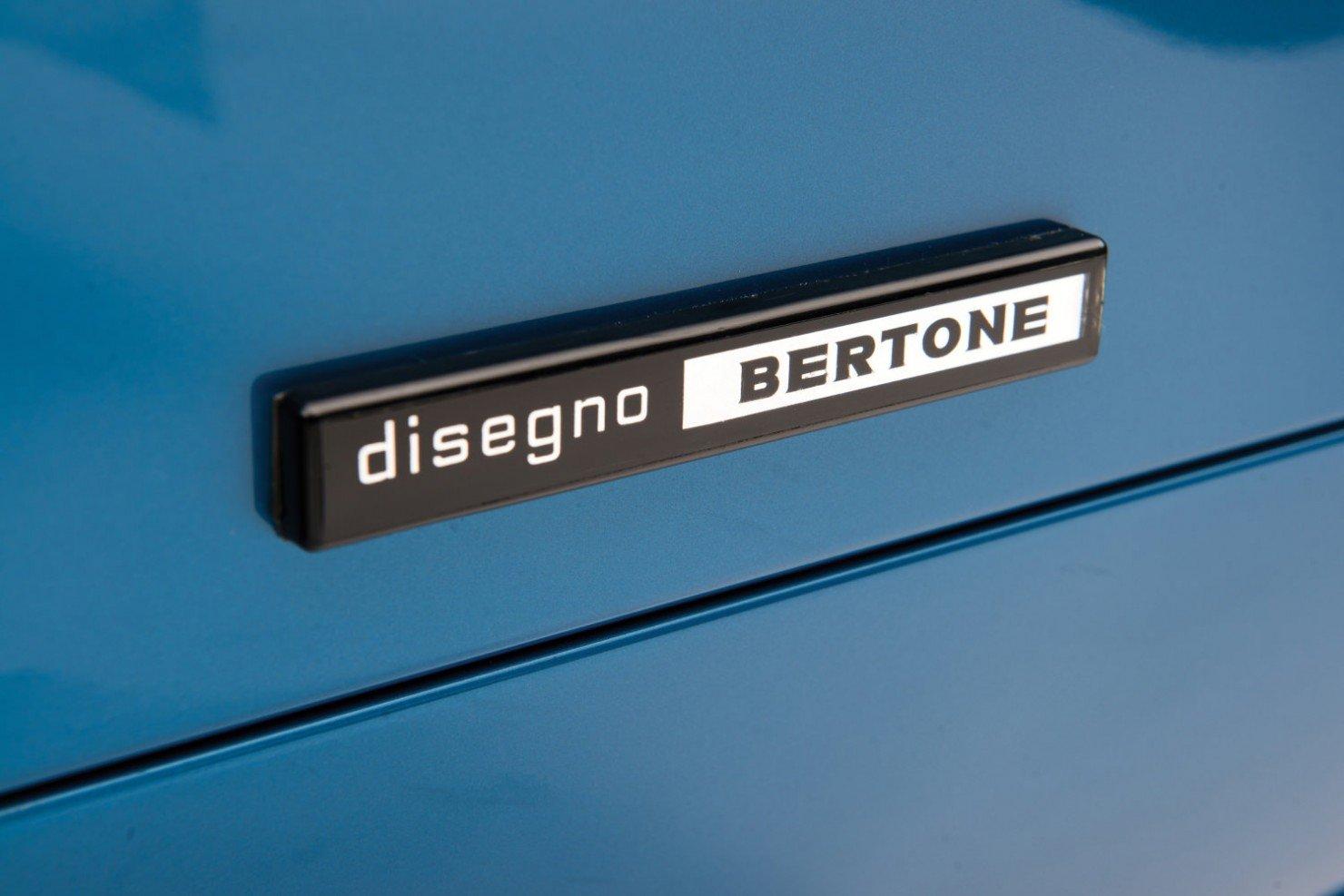 Lamborghini-Countach-LP400S-9