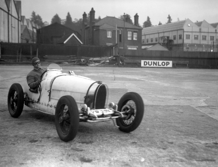 Eileen-Ellison-in-a-Bugatti-during-the-Mountain-Race-at-Brooklands.-1934