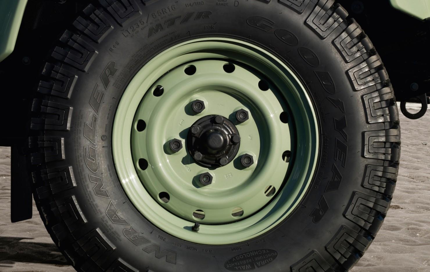 Land-Rover-Defender-Heritage-11