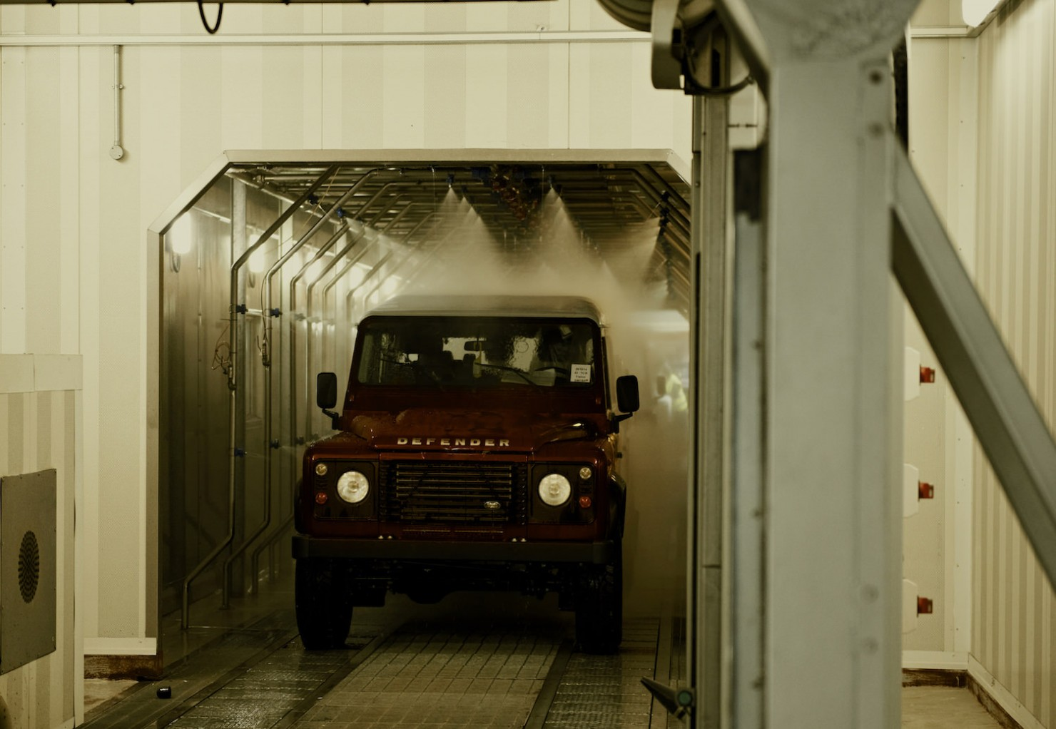 Land-Rover-Factory-13