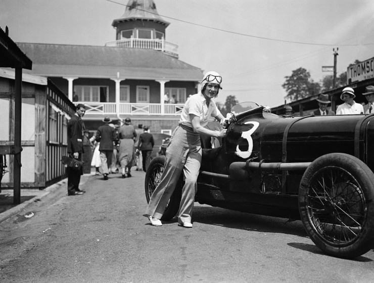 Miss-Paddy-Naismith-pushing-her-car-onto-the-track-for-one-of-the-events-at-Brooklands-England-on-June-5-1933